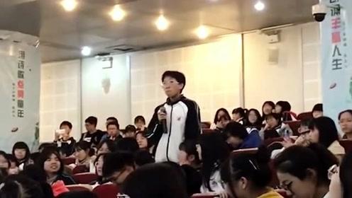女生被校长点名唱歌,一开口同学全部回头,不敢相信自己的耳朵!