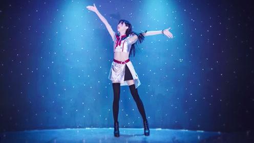 长腿美女穿制服热舞,向你发射爱的电波