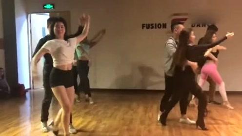 bachata课堂也可以跳出舞会的感觉