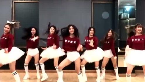 18岁女孩跳Bboom爆炸舞,女孩跳舞本就可爱,跳这么好看的舞更可爱