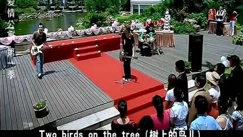 小贤一菲中西婚礼同台主持,唢呐乐队PK《死了都要爱》,笑喷了