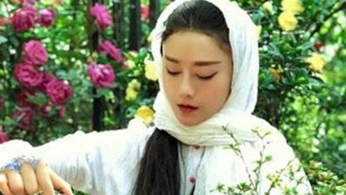 """61岁""""孔雀女王""""杨丽萍年轻时照片惊艳,冯小刚称她为仙子"""