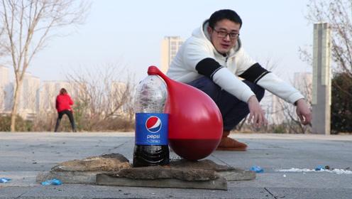 试玩可乐曼妥思的喷泉实验,很好奇上面套上气球会发生什么
