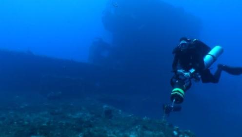 小伙潜水偶遇沉船,当他进入沉船里面的时候,景色真是太炫了!