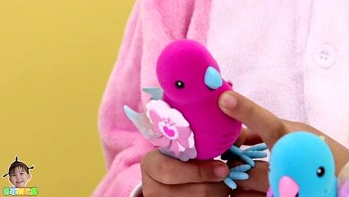 《苏菲娅玩具》玩具小鸟还会模仿艾米儿说话哦!