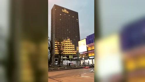 这个视频火了,大厦用灯光做出的游戏,看的我都想掏出手机玩了!