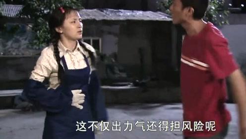 小哥谈偷井盖心得,村姑误以为他在帮贼说话,没想到他就是1个贼
