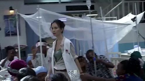 战狼2:卢靖姗站出来顶替陈博士,但却被识别出来!