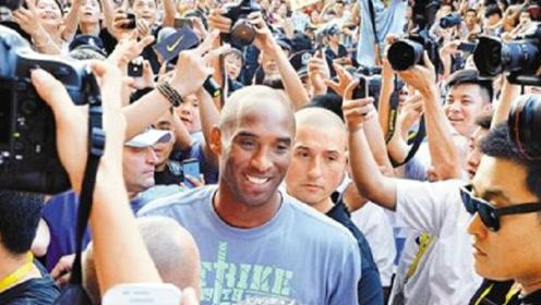 科比抵达深圳,国内756万粉丝为之疯狂!所到之处水泄不通!
