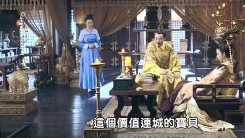 皇上为宠妃花蕊夫人献上夜明珠,不料她却一副嫌弃的表情,无奈