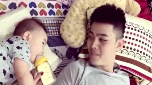 帅气奶爸给宝宝表演说唱, 把小宝宝逗得哈哈大笑, 奶都不喝了