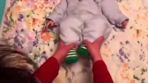 奶奶给小宝宝做体操活动孩子的身体这样锻炼让宝宝身体更健康