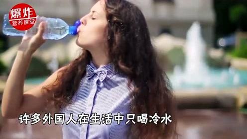 """早晨起床后,能直接空腹喝凉水吗?有两种人这样喝等于""""慢性自杀"""""""