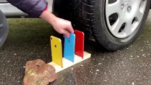 汽车从三个颜色iPhoneXR手机上压过,泰山压顶能扛得住吗?