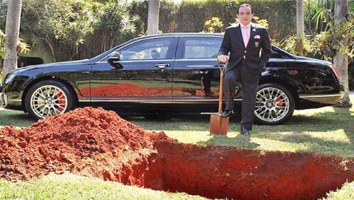 老外把车埋在土里三年,重见天日那一刻,震撼才刚刚开始!