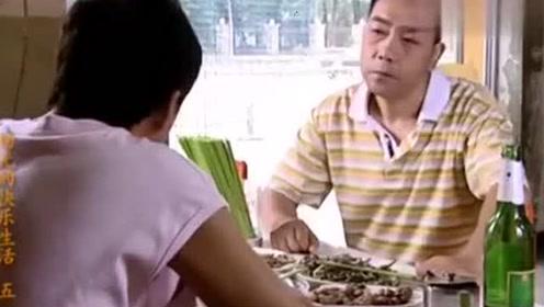 条子在饭店吃饭,一桌子小菜看着可真香,杨光:跟我回别墅!
