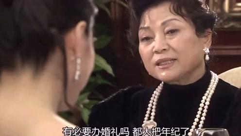 姨妈要举办婚礼,幼琳只能选择去,一旁的功灿舒了口气
