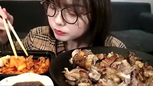 美食吃播小姐姐吃泡菜炒五花肉,真是太香了!