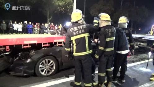 """""""我没有喝醉 """"  酒驾撞上半挂车 消防部门紧急施救"""