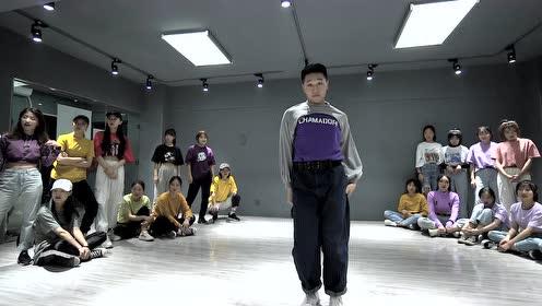 洛阳爵士舞 微胖的男生跳爵士 现场全炸了