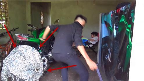 小伙喜提爱车怕被偷,给轮胎栓3吨铁链,但最后的防盗锁才最绝!