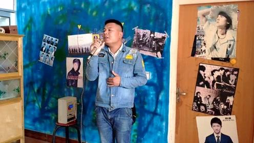 90后小伙靠唱歌给家盖栋房,曾与黄晓明同台演出