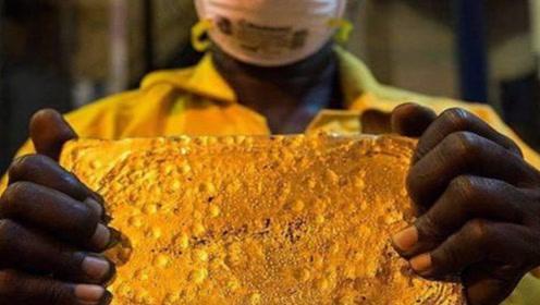 世界上黄金储量最丰富的国家,出门打猎,都会被大块狗头金绊倒?