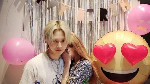 泫雅为男友金晓钟庆生甜蜜献吻 捂脸害羞的模样可爱极了