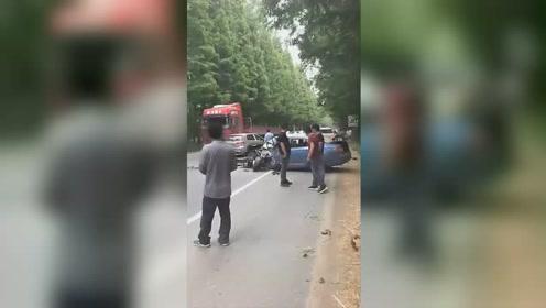 满载中考考生客车与轿车相撞 造成37人受伤