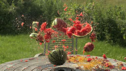 作死小伙将500个橡皮筋套在西瓜上,破裂的瞬间,画面惊人