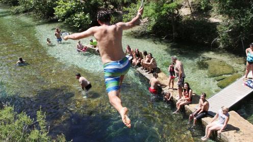 世界最危险水潭,已经夺走8人生命,为何还吸引众人往下跳