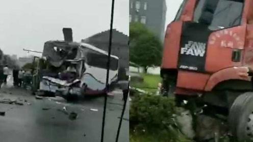 突发!浙江一大客车与货车相撞,致13人受伤4人重伤