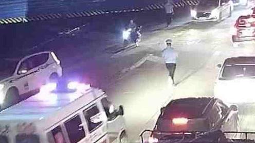 最美跑男!急症患者遭遇堵车,交警奔跑4公里疏导生命通道