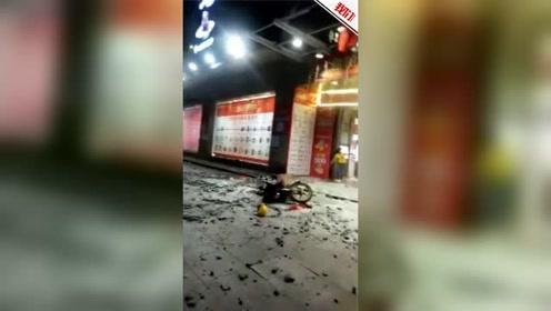 湖南耒阳一高楼外墙砖突然脱落  楼下一男子被砸伤