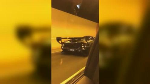 隧道偶遇8台帕加尼,超车那一刻,让我见识到3000万的魅力!