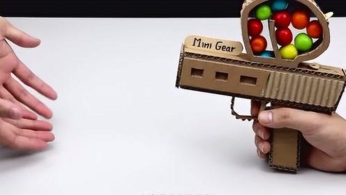 简单的泡泡糖的玩具枪,老外现场制作,你学会了吗?