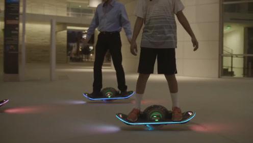单轮电动滑板车,所以滑板由四个轮子变成一个?滑动变电动了?