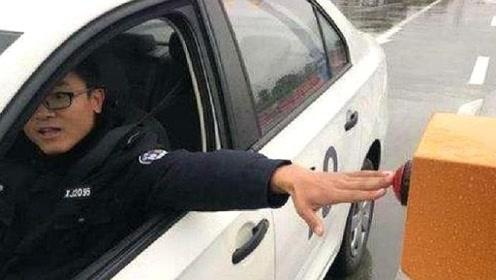 30万人停车取卡被罚款,这究竟是怎么回事呢?看完涨知识了
