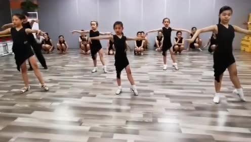 拉丁舞:孩子们练恰恰,还要继续加油啊!
