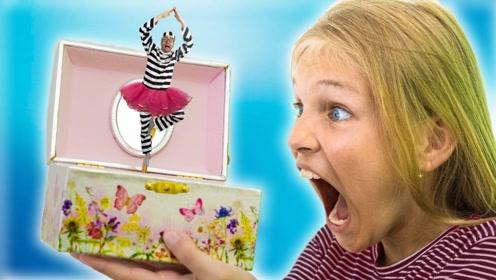 小偷不学好偷别人音乐盒,谁知音乐盒有魔法,把小偷变成了玩偶