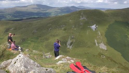 这山谷风景秀丽,军迷拍摄战机的绝佳位置!