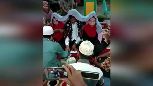 印尼男子同时迎娶2个漂亮新娘 彩礼共花了不足5元