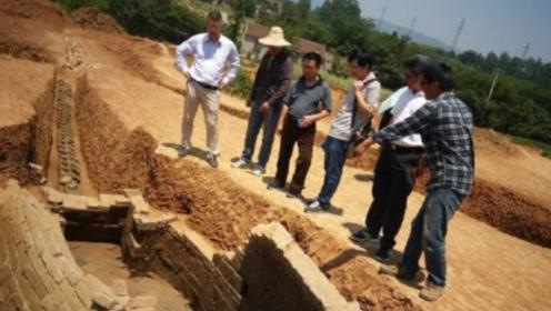 俄罗斯挖出一块石碑,紧急寻求中国专家,碑面上内容让专家窘态