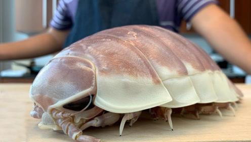 顶级厨师是怎么处理巨型潮虫的,一刀下去,隔壁小孩都吓哭了!