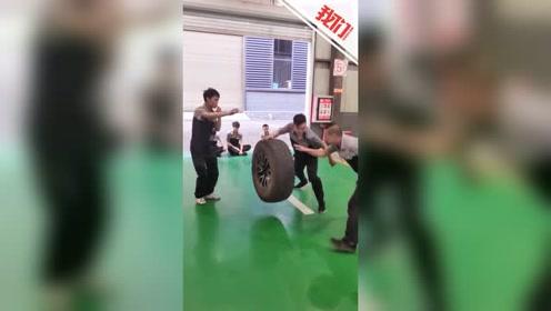 """90后汽修工上演""""硬核健身"""" :40公斤轮胎当篮球拍打自如"""