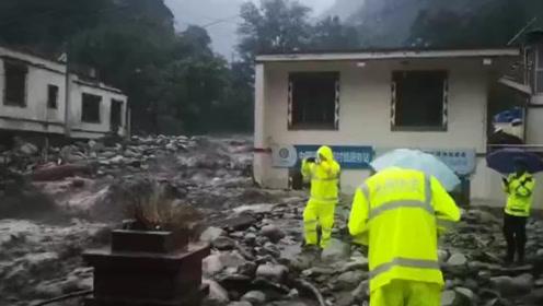 汶川泥石流已致一名消防员牺牲 各方消防救援力量正在集结出动
