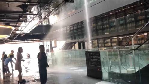 """西安一网红书店突遭""""水灾"""" 疑因消防喷淋系统故障"""