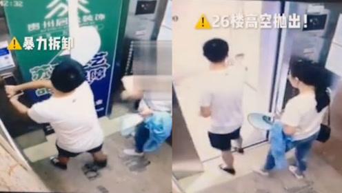 23岁男子扯下电梯指纹锁26楼高空抛下!母亲求情:他还是孩子