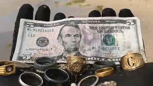外国小伙水底探险,竟找到一枚神秘戒指,网友瞬间表示一夜暴富!