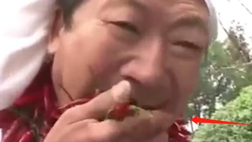 中国辣王挑战全网最辣火锅,肆无忌惮品尝火锅汤,辣椒当零食吃!